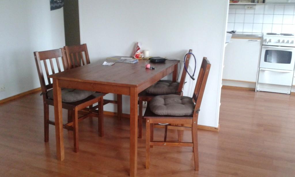 Und endlich ein Tisch und Stühle